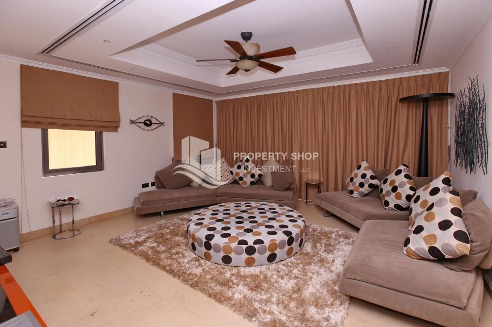 Living Room - 5Br Villa With Attractive Space, Maid Room & Multiple Terraces .
