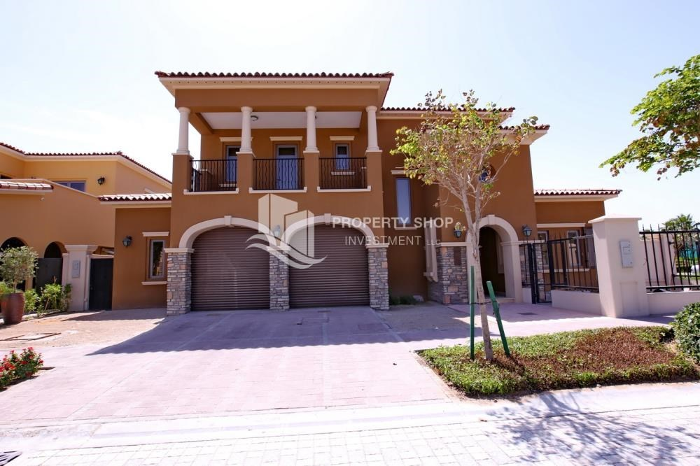 Property - 5Br Villa With Attractive Space, Maid Room & Multiple Terraces .